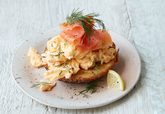 Delicious Home Recipe: Scrambled Eggs & Smoked Salmon